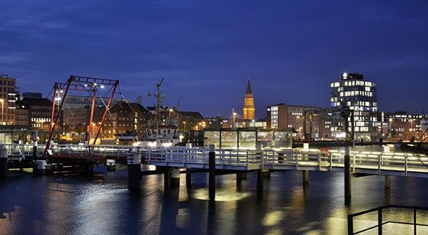 Stadtansicht von Kiel mit Hafen